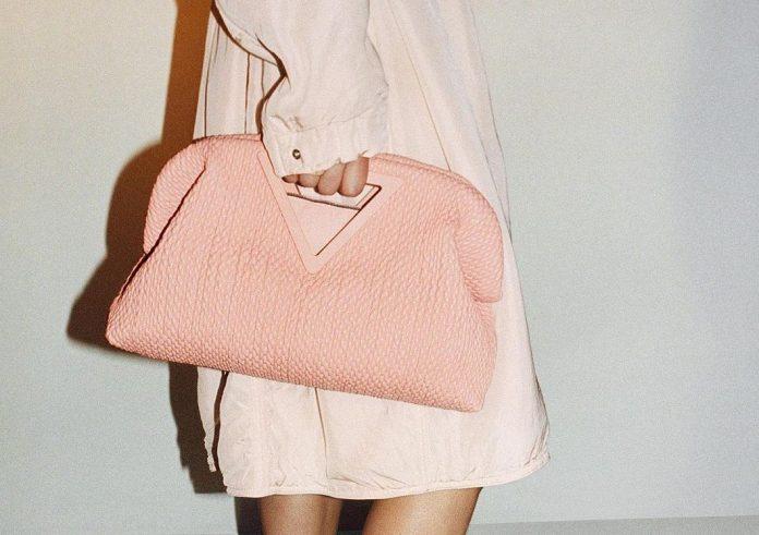 Η νέα Bottega Veneta τσάντα που πρέπει να ξέρεις