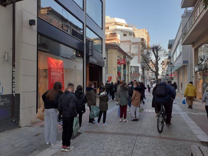 Βόλος: Πλήθος συμπολιτών χθες, στο εμπορικό κέντρο