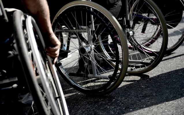 Μητέρα 15χρονης που βρίσκεται σε αναπηρικό αμαξίδιο καταγγέλλει πως η κόρη της είναι χωρίς επίδομα εδώ και μήνες