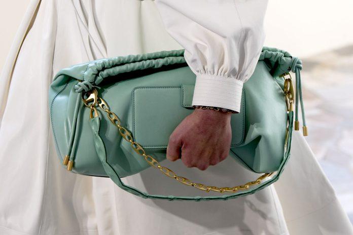 8 τσάντες που θα ανανεώσουν όλα τα ανοιξιάτικα Outfits σου
