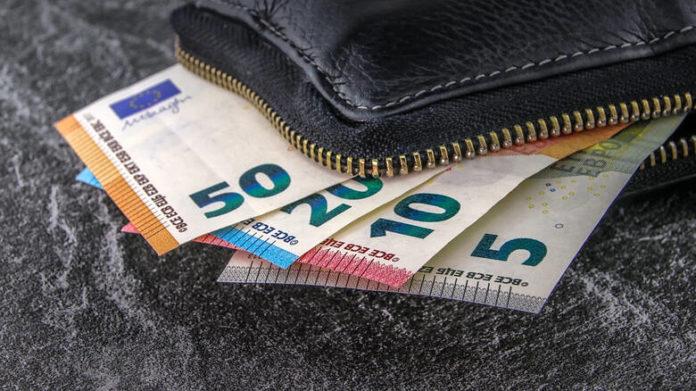 Έδωσε 10 ευρώ σε μίνι μάρκετ και κέρδισε 1.000