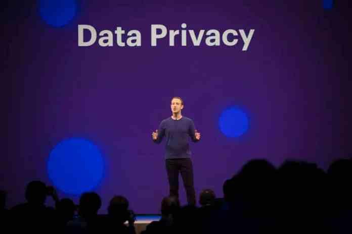 Το Facebook προσπαθεί να υποβαθμίσει την υπόθεση διαρροής προσωπικών δεδομένων
