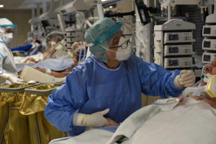 Μαγιορκίνης: 10 με 20% οι πιθανότητες να καταλήξεις από κορωνοϊό αν είσαι πάνω από 65 ετών