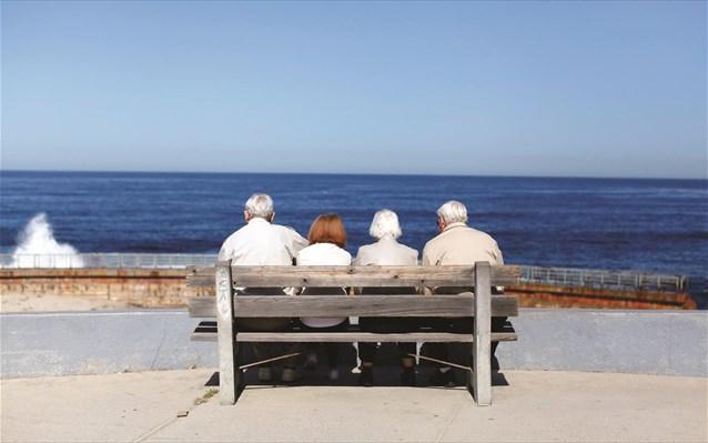 Συντάξεις: Πότε πληρώνονται αυξήσεις και αναδρομικά – Ποιοι συνταξιούχοι θα δουν «ζεστό» χρήμα