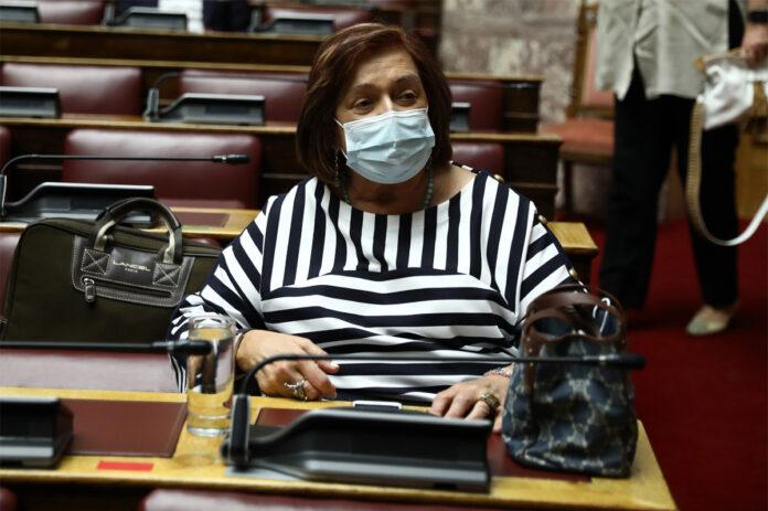 Υπόνοιες Γιαννάκου για ισχυρά συμφέροντα με «πολύ χρήμα» πίσω από το νομοσχέδιο για τη συνεπιμέλεια