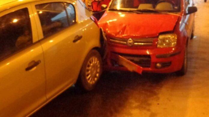 Δεν άρχισε καλά η έξοδος του Αγίου Πνεύματος – Καραμπόλα πέντε αυτοκινήτων κοντά στα διόδια
