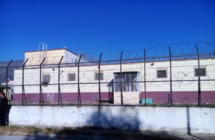 Φυλακές Βόλου: Κρατούμενοι φώναζαν και έβαλαν φωτιά σε στρώματα