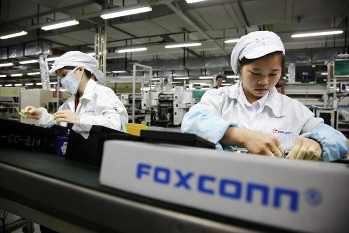 Foxconn: Δίνει κίνητρα για εργάτες στη γραμμή του IPhone 13