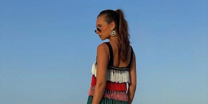 Danielle Bernstein: Η influencer με τους 2.5M followers μας δίνει τα στιλιστικά «Dos» των διακοπών