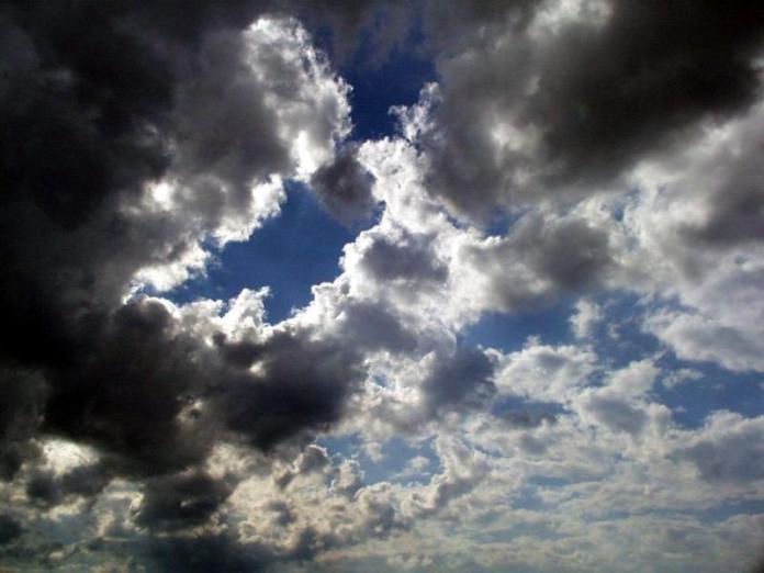 Αραιές συννεφιές με πιθανότητα τοπικών βροχοπτώσεων