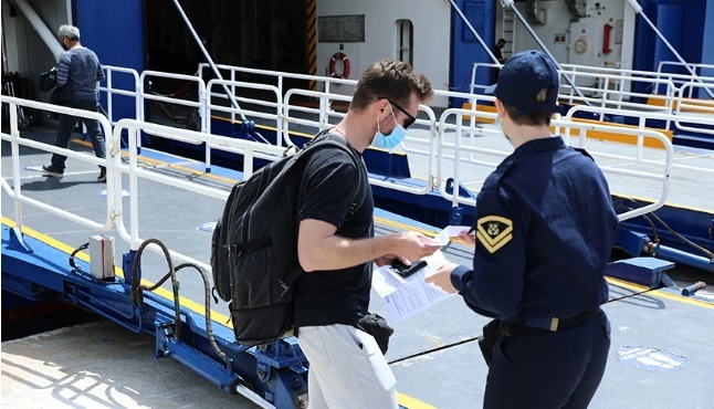 Προμηθεύτηκε πλαστό Rapid Test από πρακτορείο μαζί με το… εισιτήριο για το πλοίο