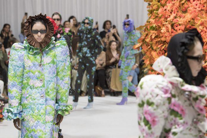 Nensi Dojaka, Erdem, Simone Rocha και όλα όσα μας εντυπωσίασαν στην Εβδομάδα Μόδας του Λονδίνου