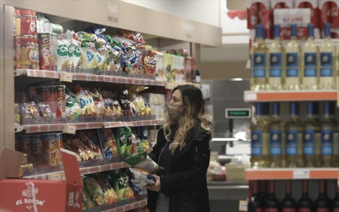 Τέλος μέτρων για σούπερ μάρκετ και λιανεμπόριο – Μόνο με εμβολιασμένους θέατρα, κινηματογράφοι