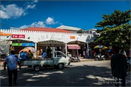 Bezpieczeństwo zakupy i alkohol Na Zanzibarze. Ekskluzywna galeria handlowa