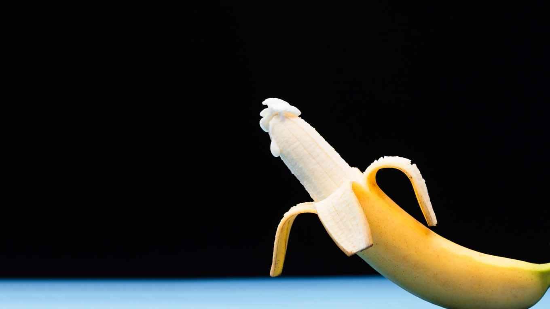 white and blue banana fruit