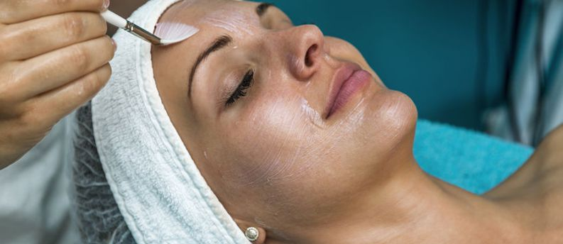 Magnifaskin medical spa provides professional medium depth peels