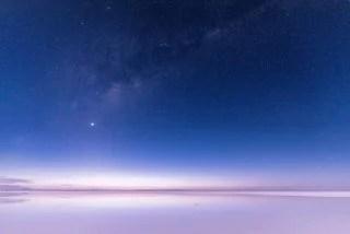 塩湖と星空