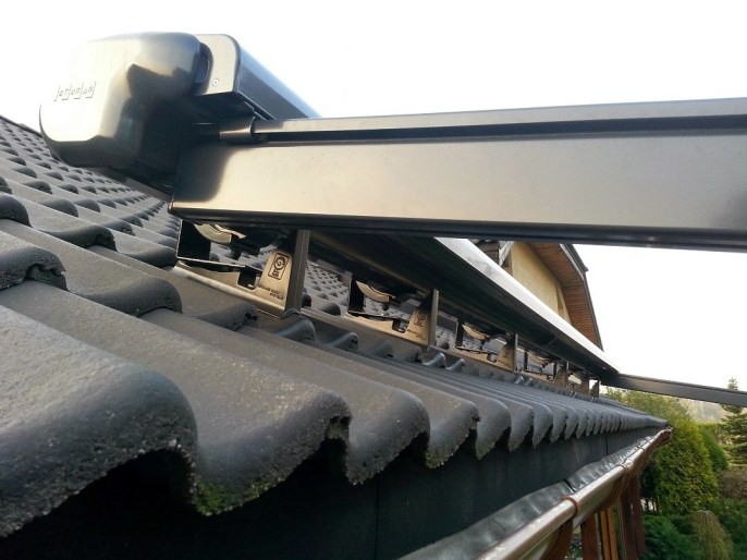 mocowanie pergoli na dachu