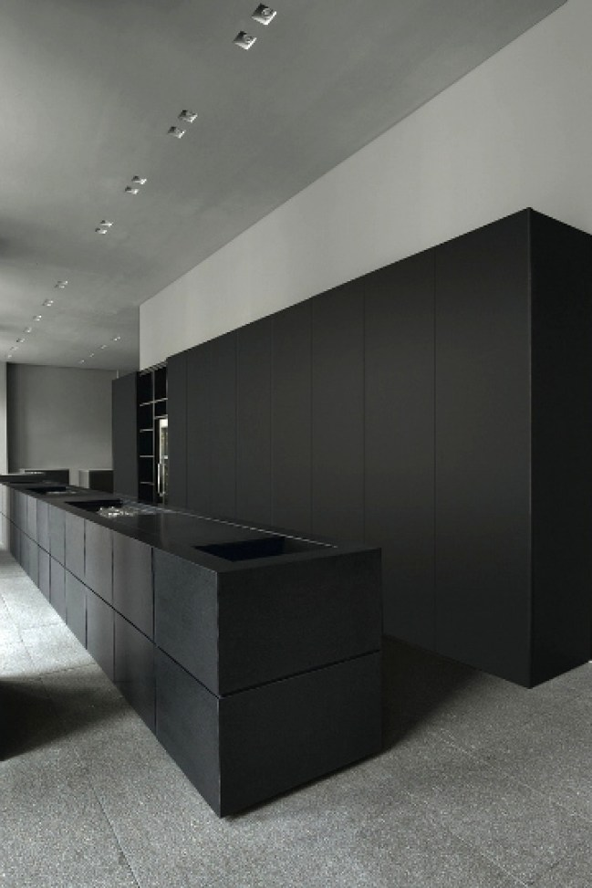 black kitchens 8