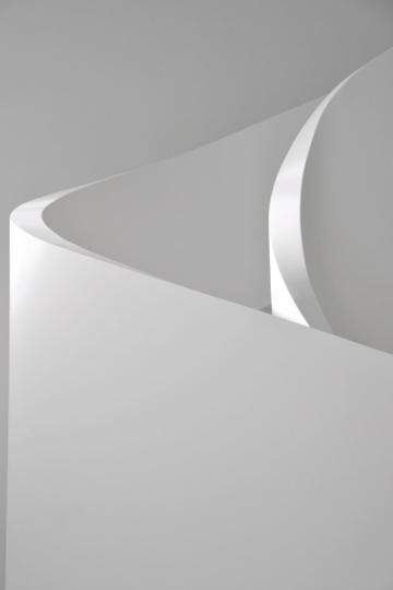 curve white on white