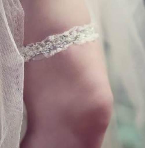 Bead and crystal garter via Annadsouza