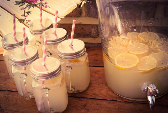 Styling ideas for a vintage wedding using kilner jars