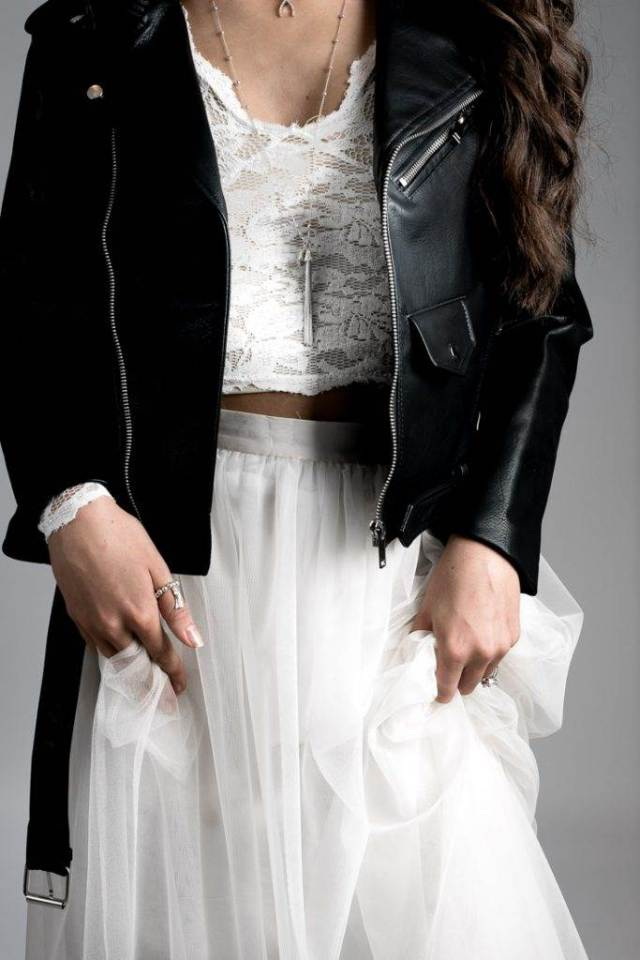How to wear modern jewellery with your wedding dress
