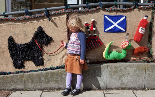 2-grandmother-yarn-bomb-uk-souter-stormers-knitting-104-year-old-grace-brett-4