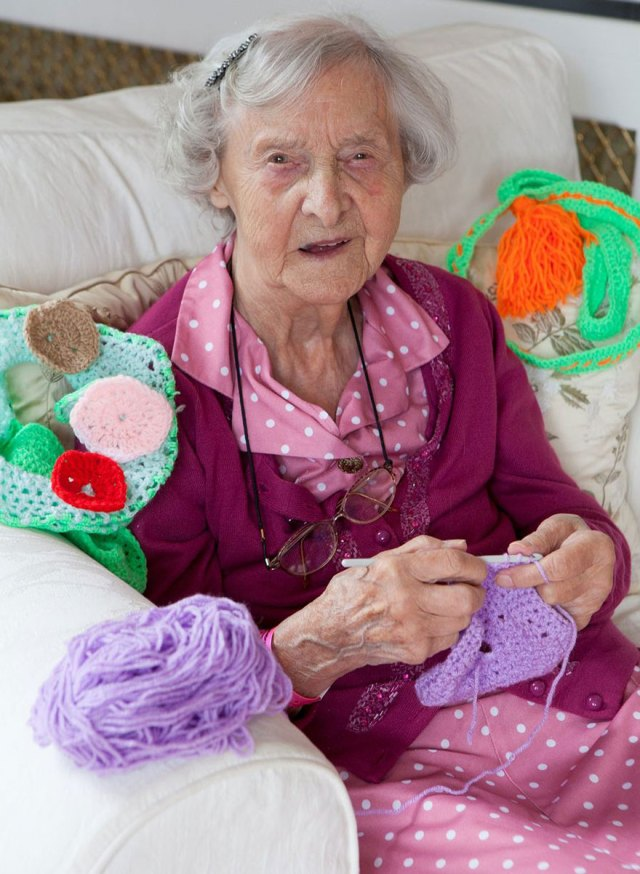 4-grandmother-yarn-bomb-uk-souter-stormers-knitting-104-year-old-grace-brett-1