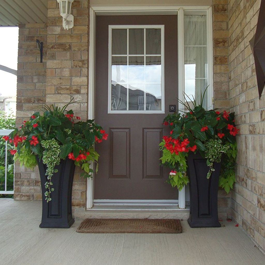Inspiring Spring Planters Design Ideas For Front Door 11