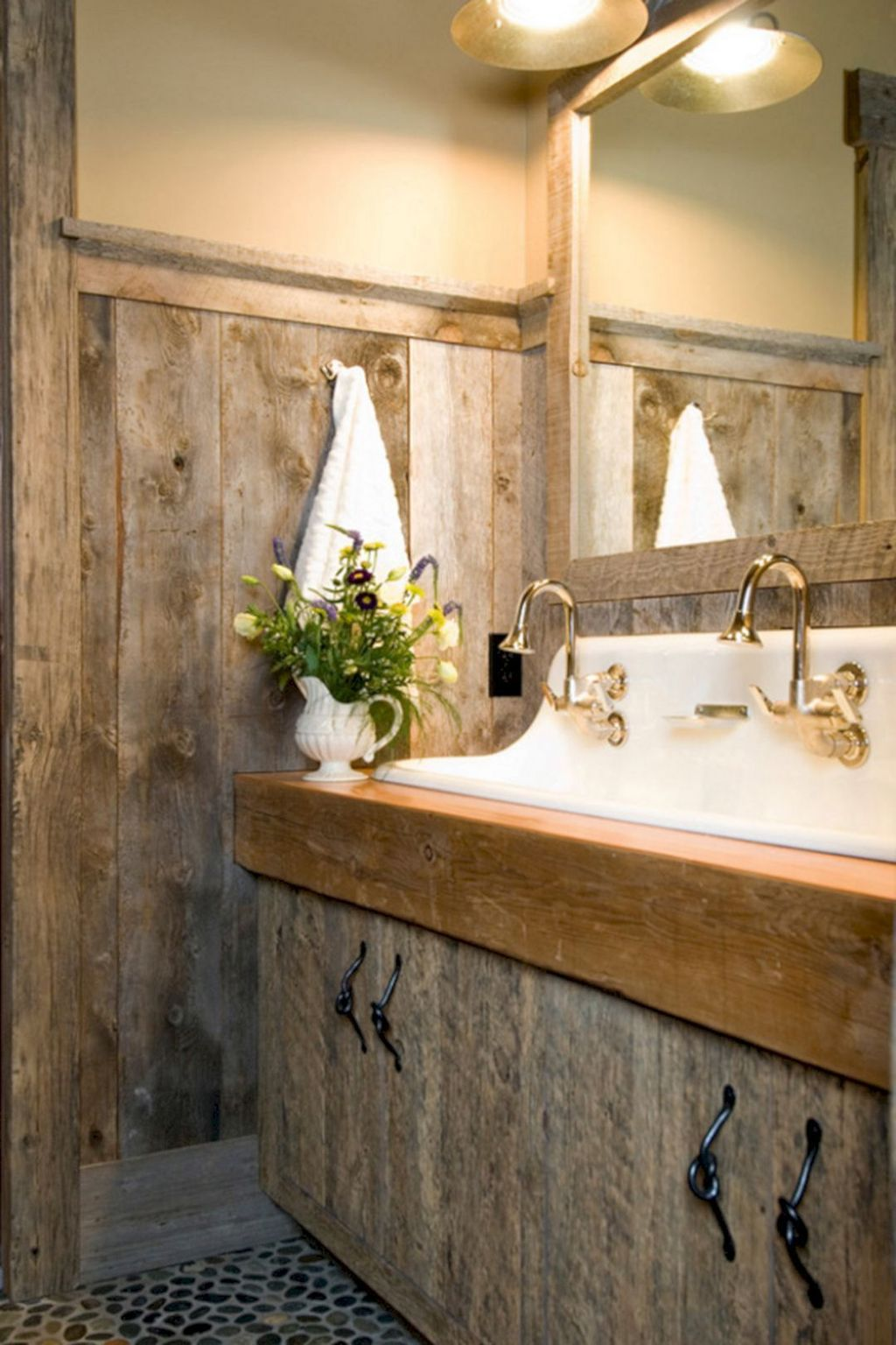 Amazing Rustic Barn Bathroom Decor Ideas 34