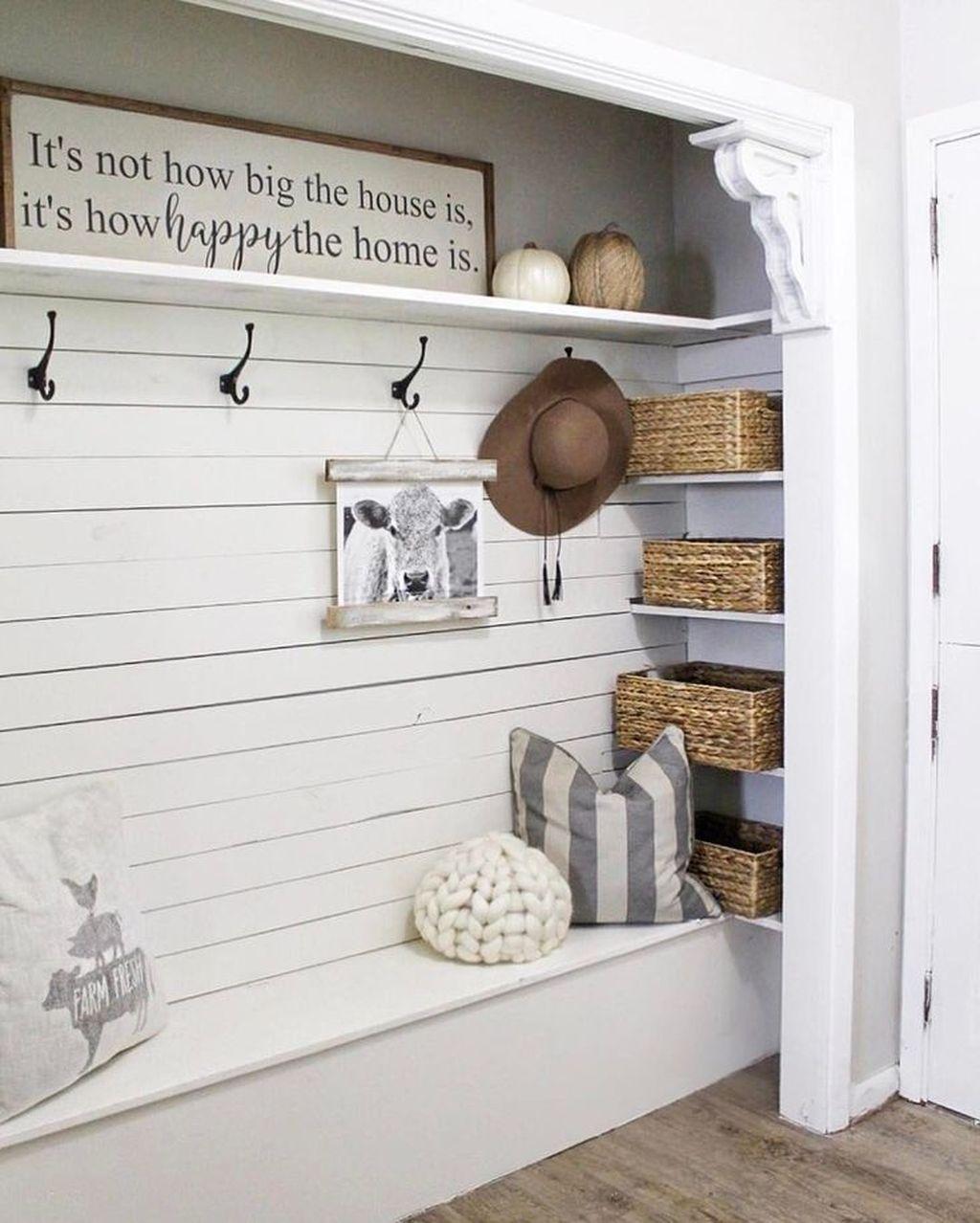 Amazing Small Entryway Decor Ideas 16