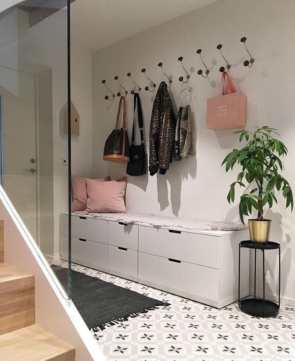Amazing Small Entryway Decor Ideas 24
