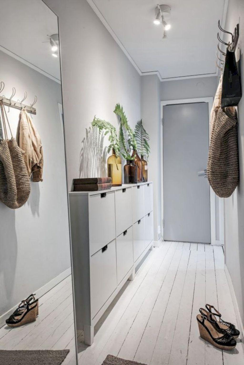 Amazing Small Entryway Decor Ideas 25