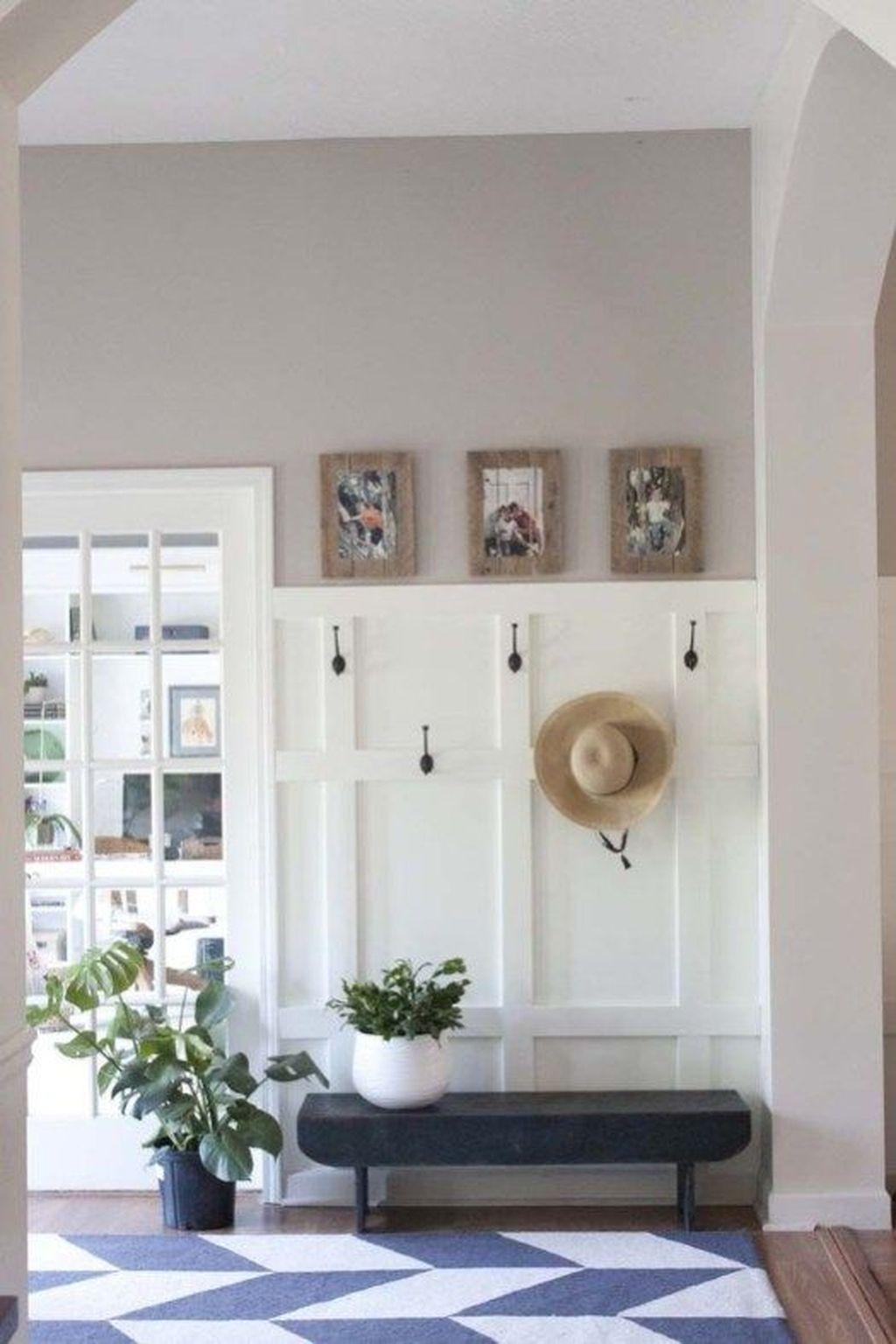 Amazing Small Entryway Decor Ideas 27