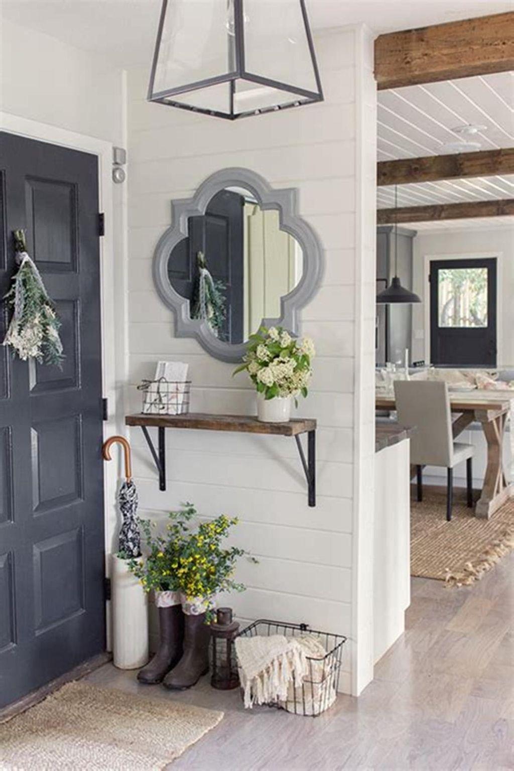 Amazing Small Entryway Decor Ideas 31