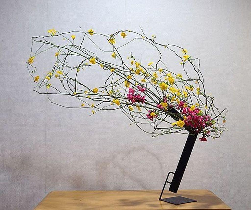Amazing Unique Flower Arrangements Ideas For Your Home Decor 27