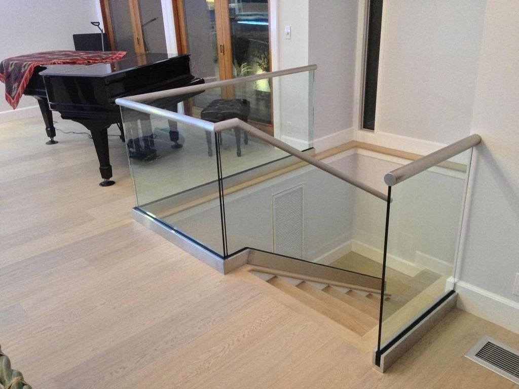 Awesome Modern Glass Railings Design Ideas For Stairs 09