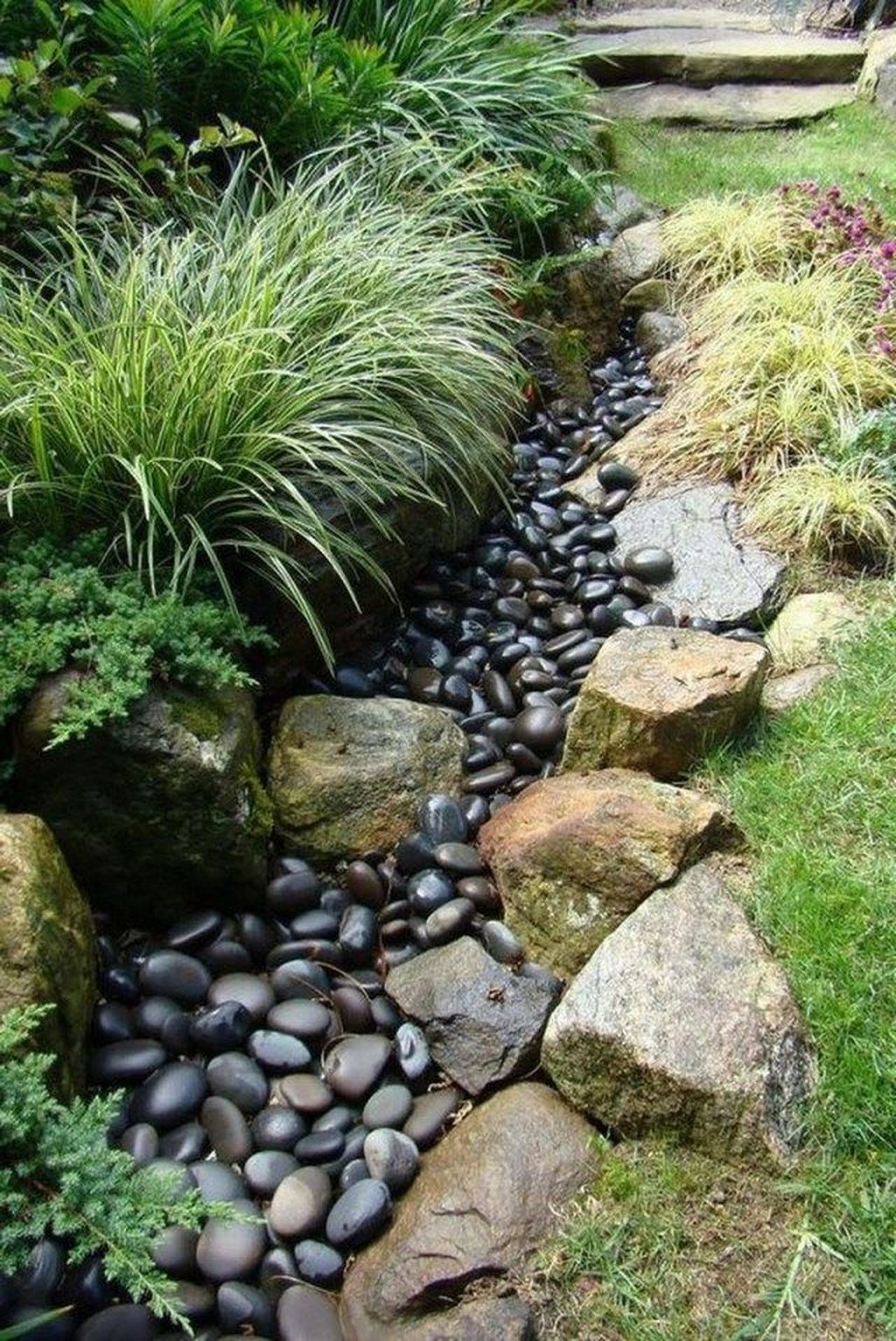 Awesome River Rock Landscaping Ideas 03