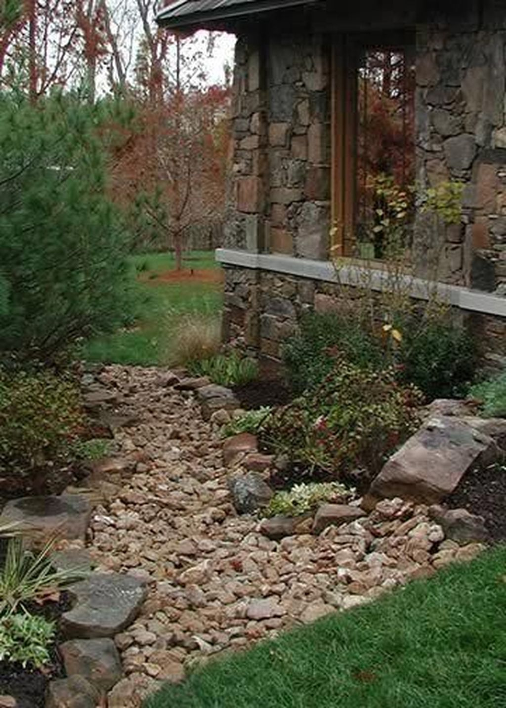 Awesome River Rock Landscaping Ideas 12