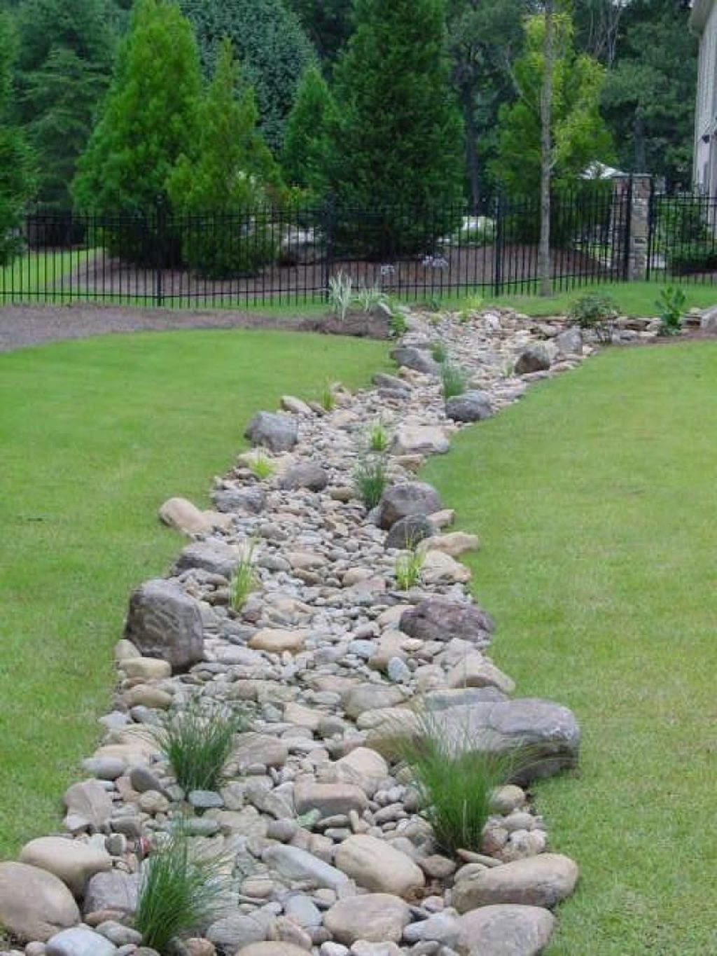 Awesome River Rock Landscaping Ideas 14
