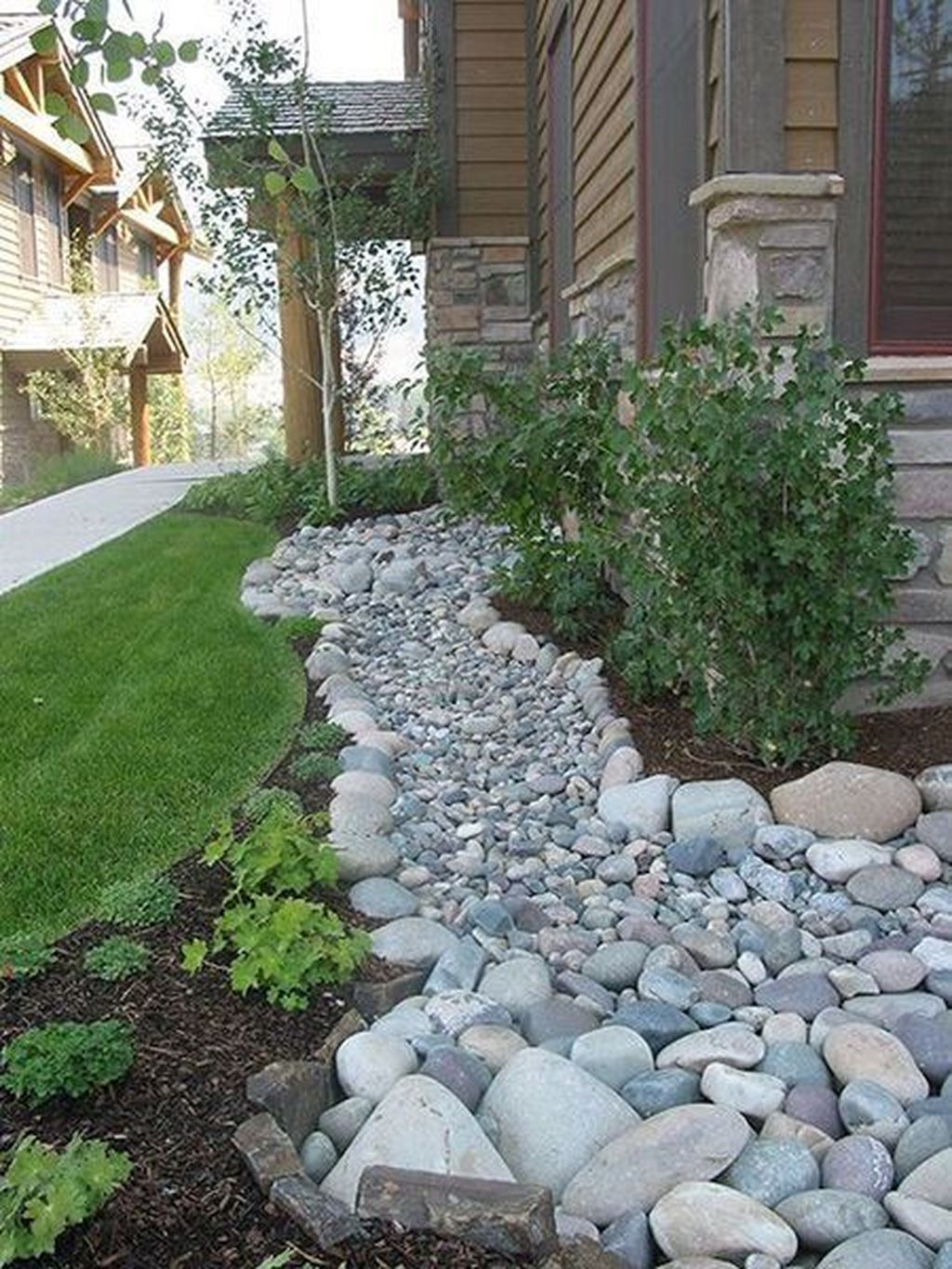 Awesome River Rock Landscaping Ideas 24