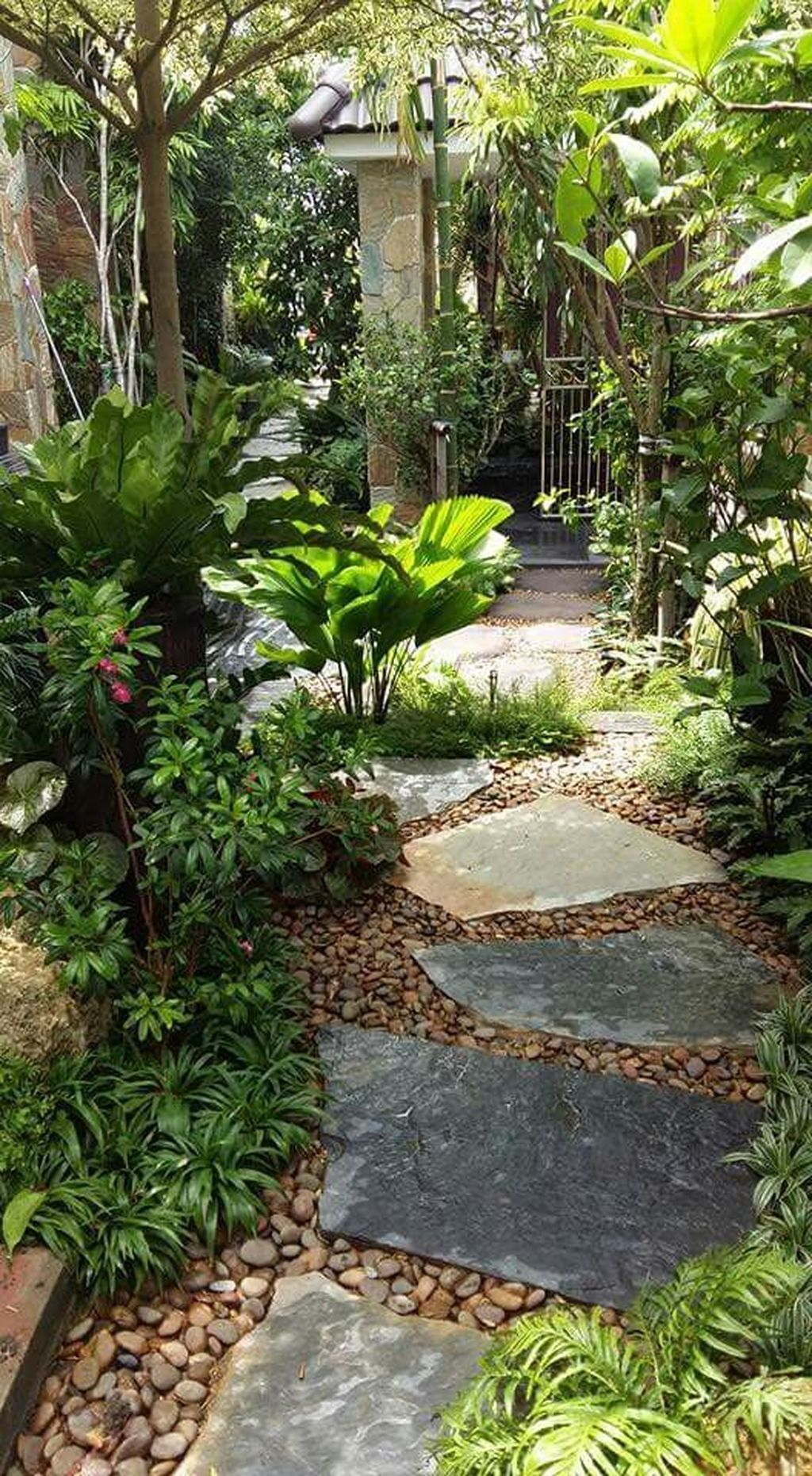 Awesome River Rock Landscaping Ideas 28