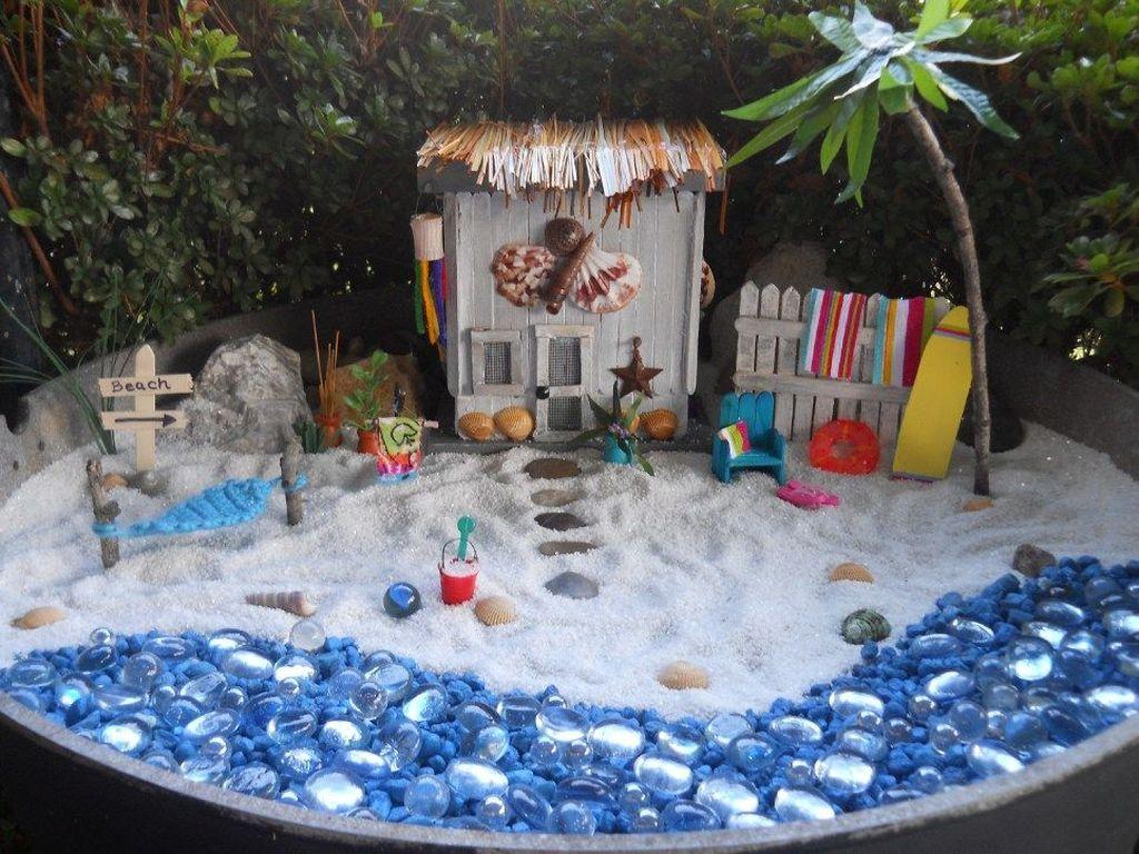Beautiful Fall Fairy Garden Design Ideas 26