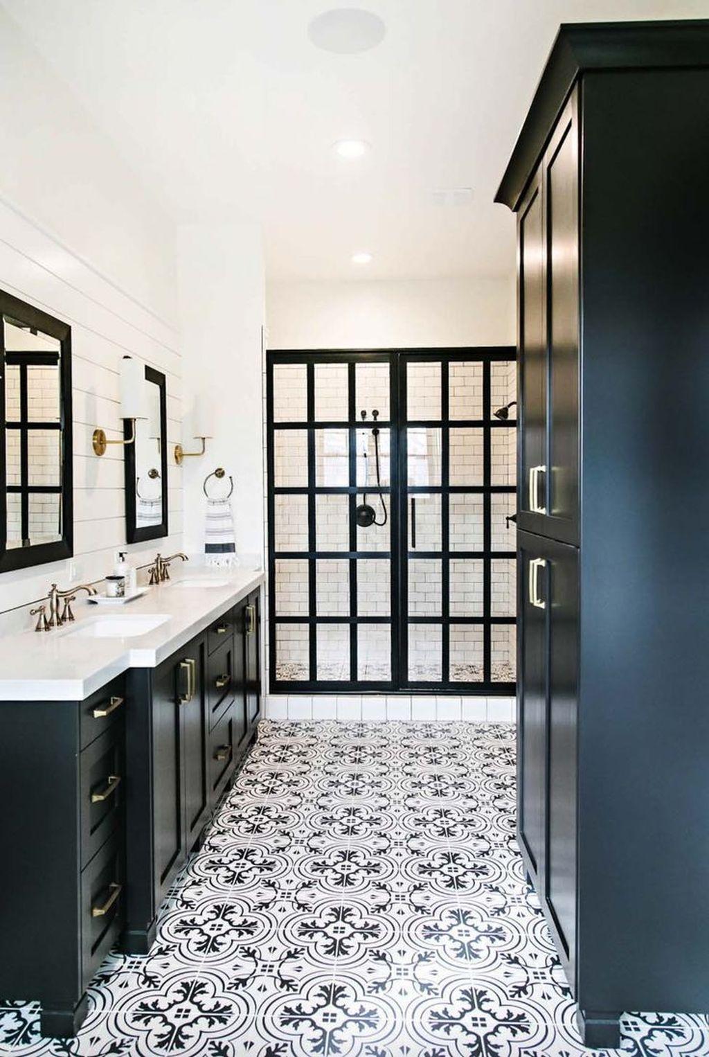 Beautiful Master Bathroom Design Ideas 21