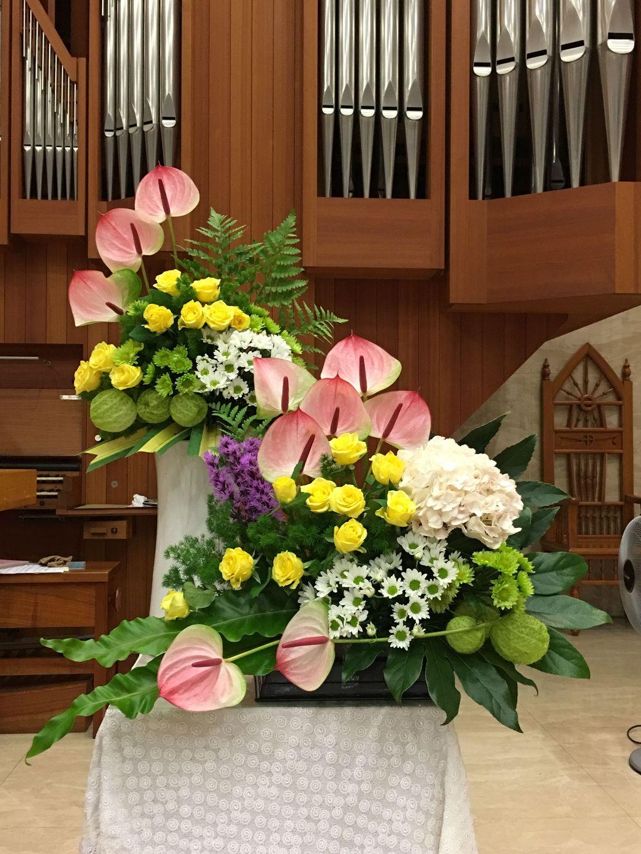Beautiful Modern Flower Arrangements Design Ideas 09