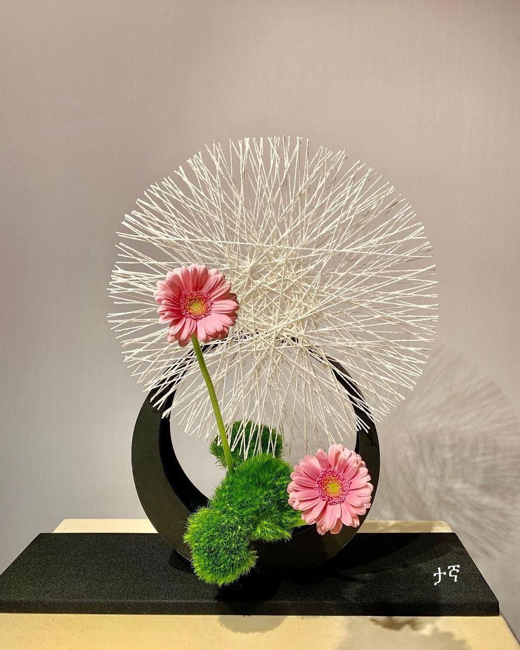 Beautiful Modern Flower Arrangements Design Ideas 15