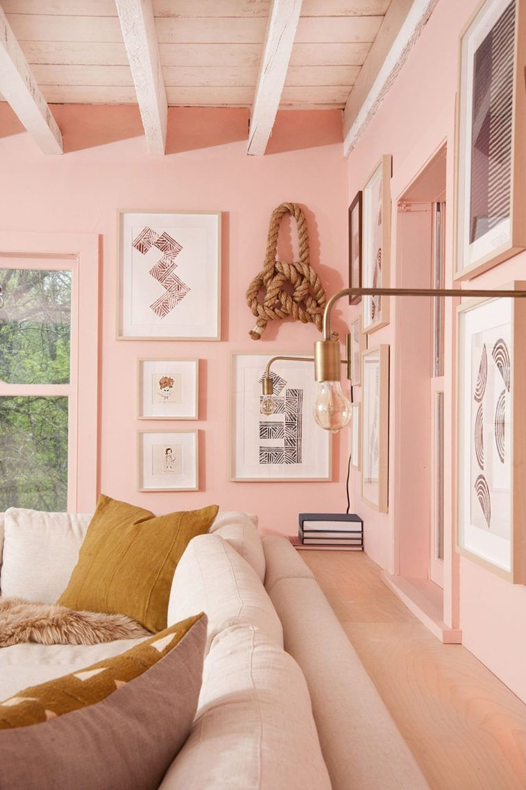 Gorgeous Pink Accent Living Room Decorating Ideas 17
