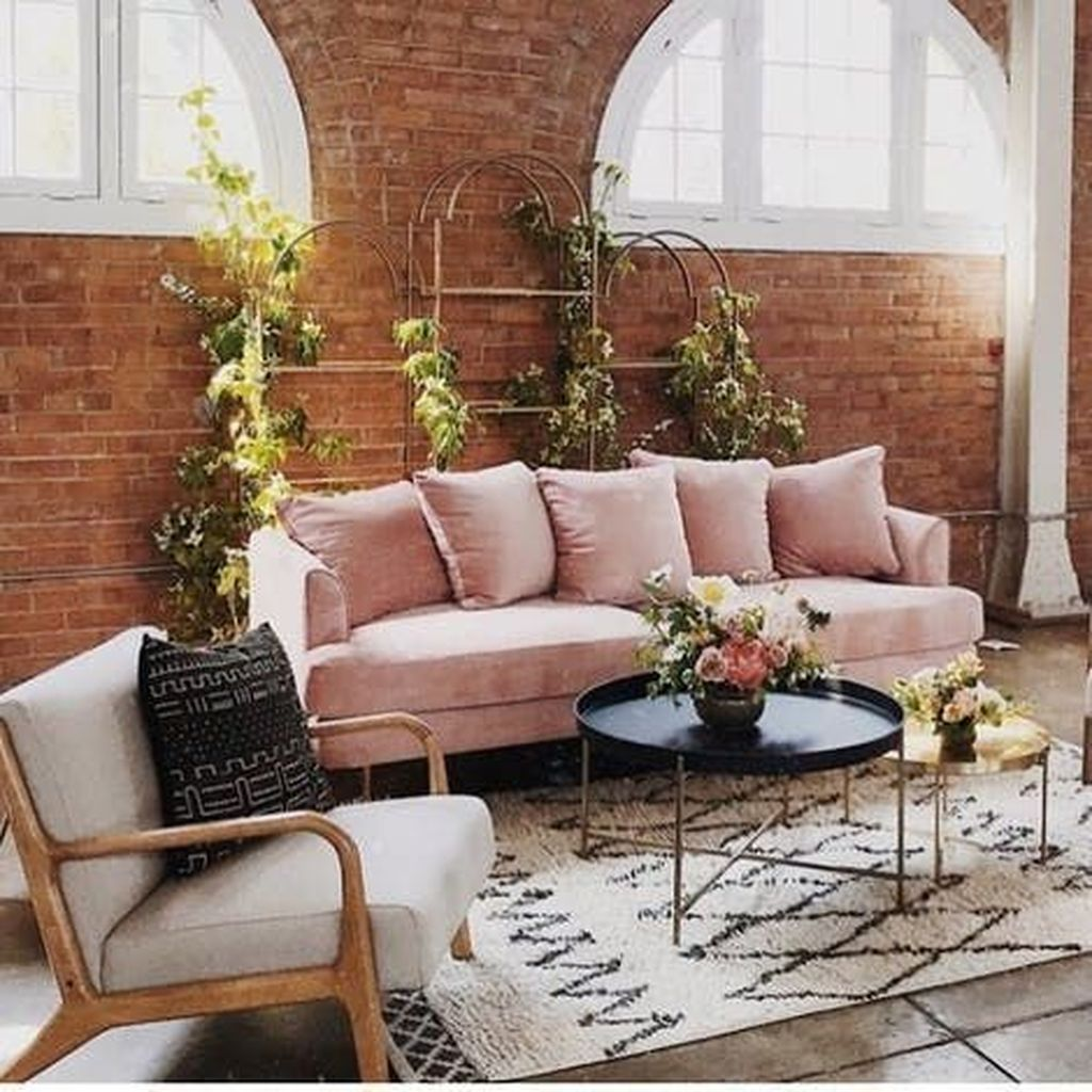 Gorgeous Pink Accent Living Room Decorating Ideas 22