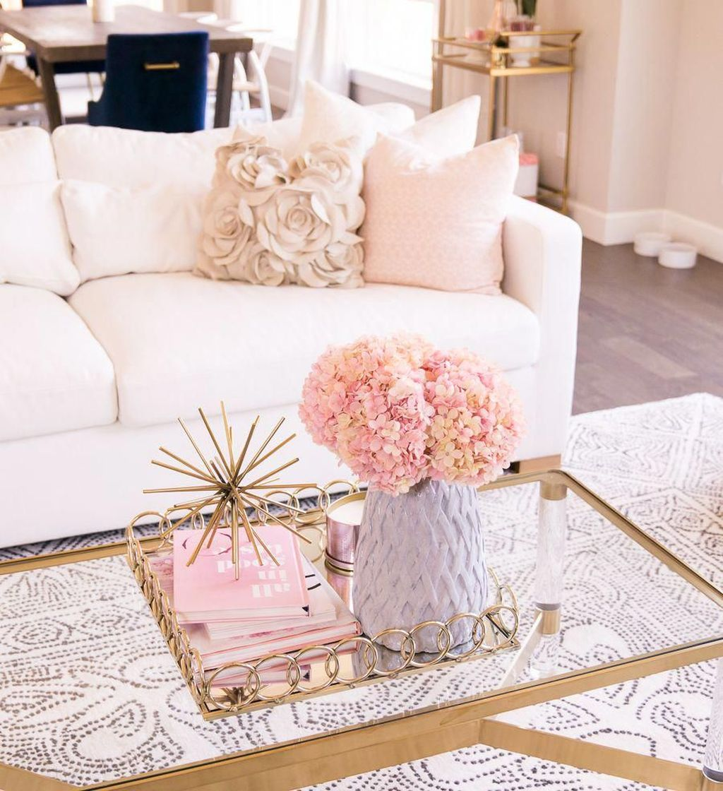 Gorgeous Pink Accent Living Room Decorating Ideas 24